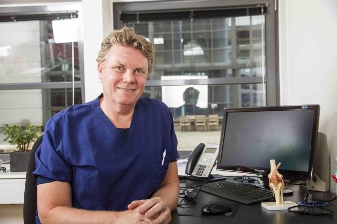 En MR-scanning er i sig selv ikke nok til at diagnosticere en skade, mener Klaus Bak. Der skal også andre undersøgelser til.